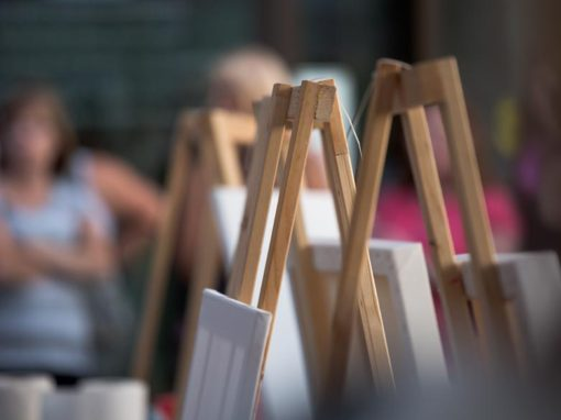 Photo Highlights – Easels ready for action at Battle Of The Brushes